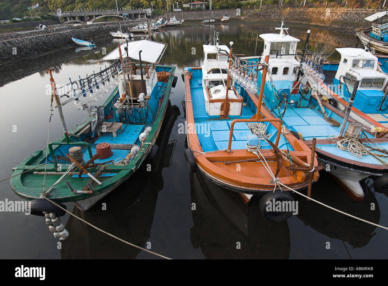 Fishing boats equiped with powerful lights to attract for Fishing lights for boats