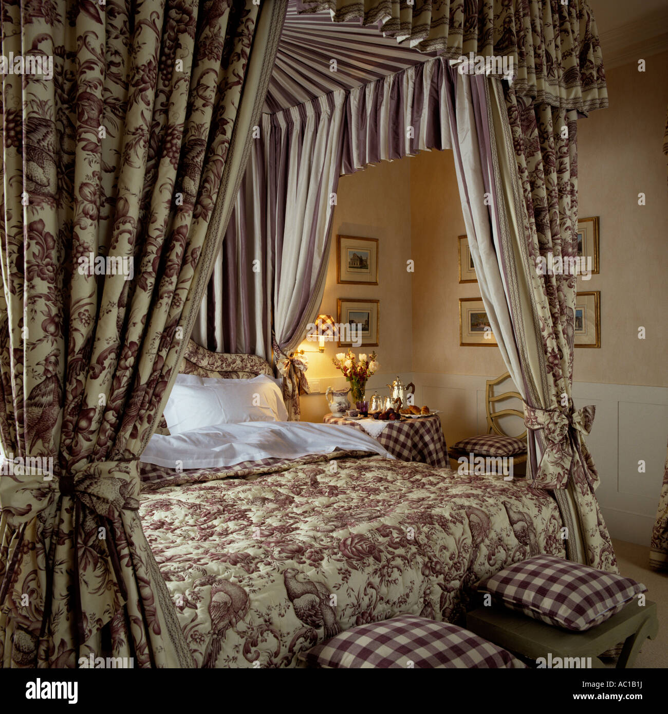 Four poster bed with fabric canopy and matching quilted bed cover & Four poster bed with fabric canopy and matching quilted bed cover ...