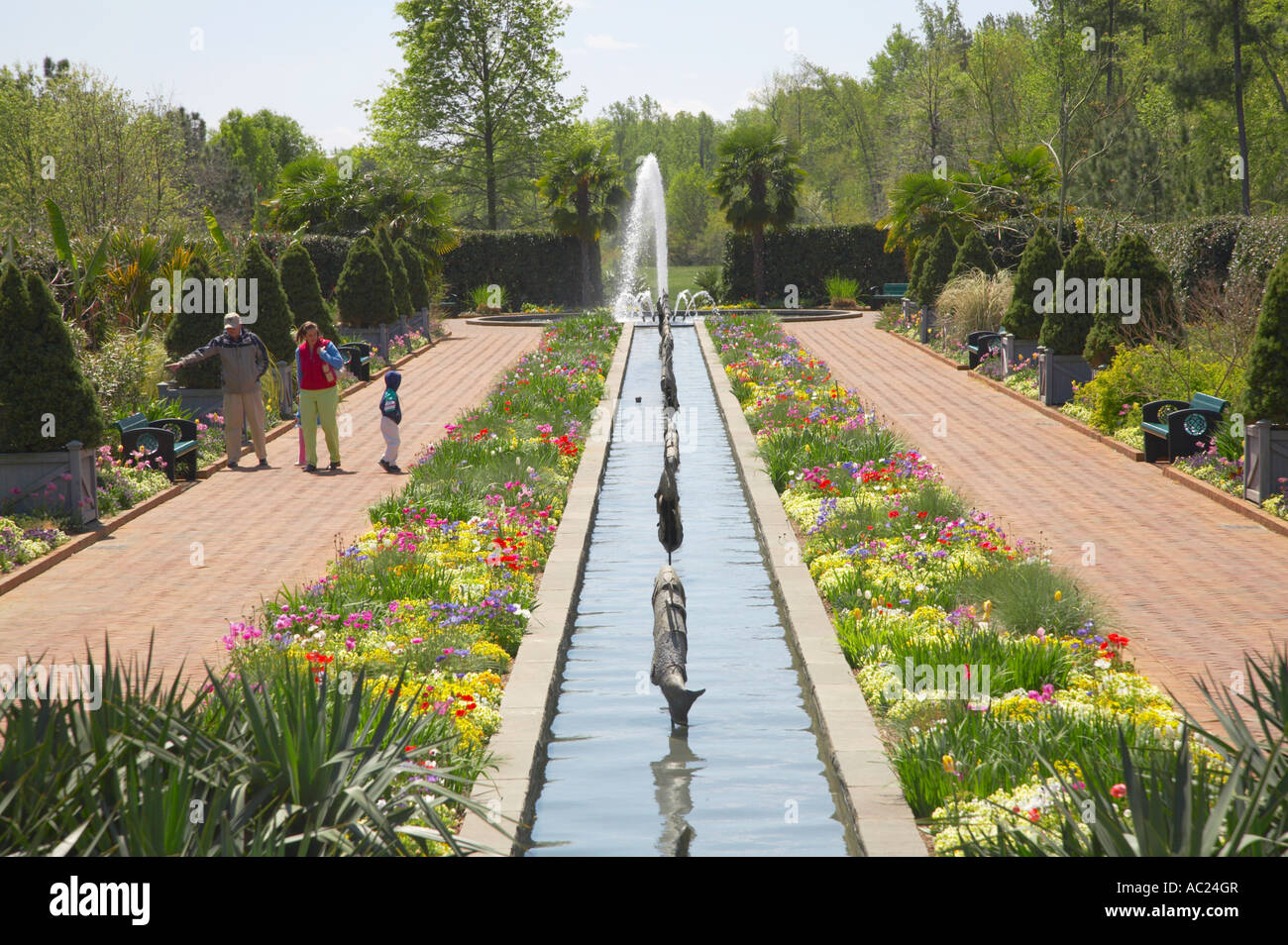 Attirant Spring Canal Garden And Fountain At Daniel Stowe Botanical Garden Belmont  North Carolina