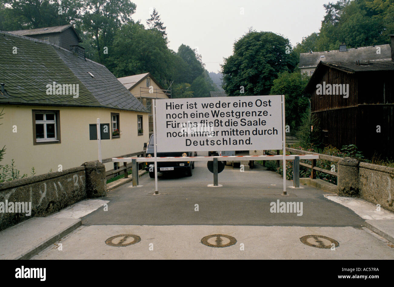 Iron curtain - Iron Curtain West To East Germany 1989 The Fall Of Communism East German Border Crossing