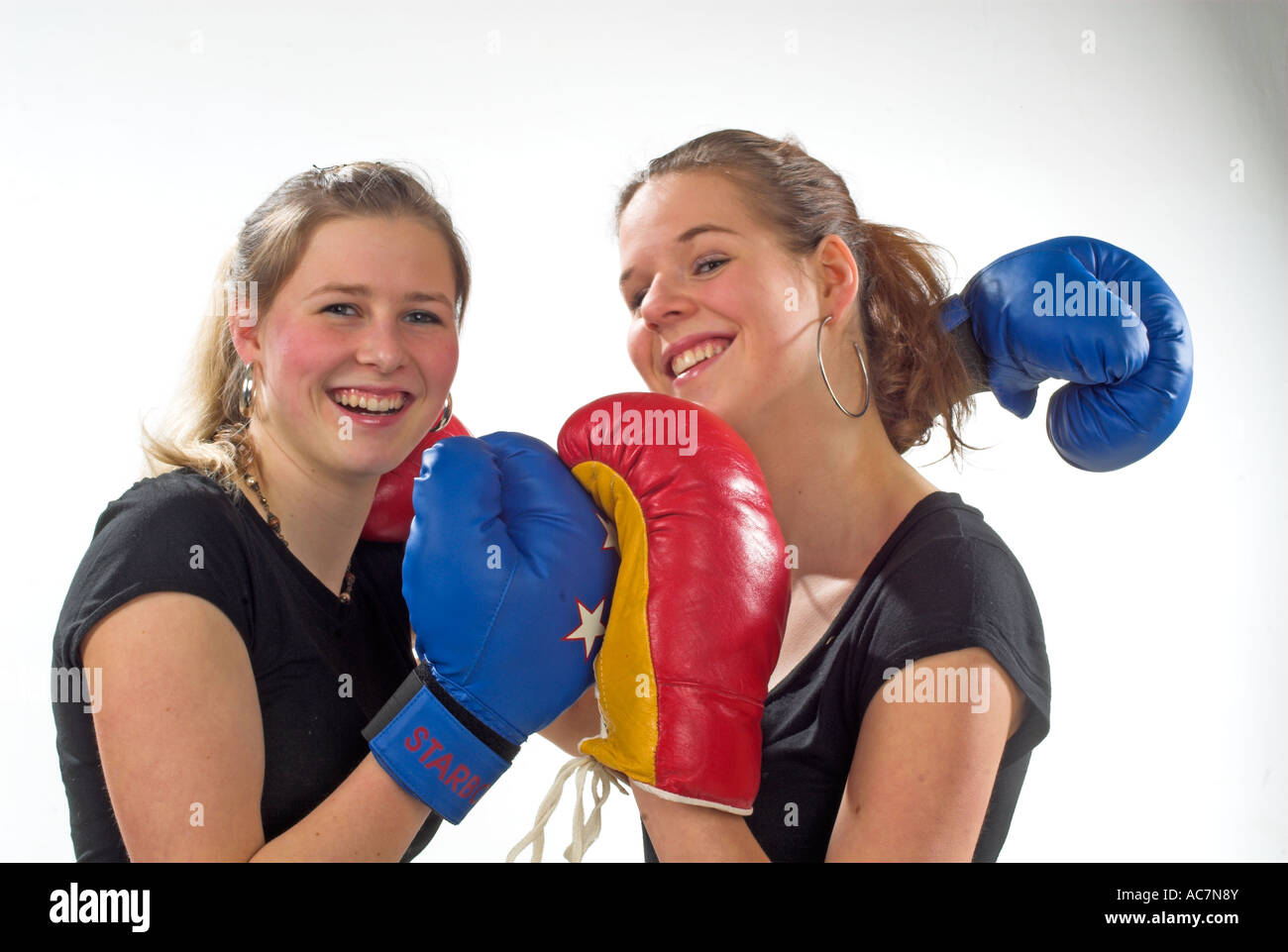 junge maedchen boxen young girls boxing stock photo royalty free image 13068602 alamy. Black Bedroom Furniture Sets. Home Design Ideas