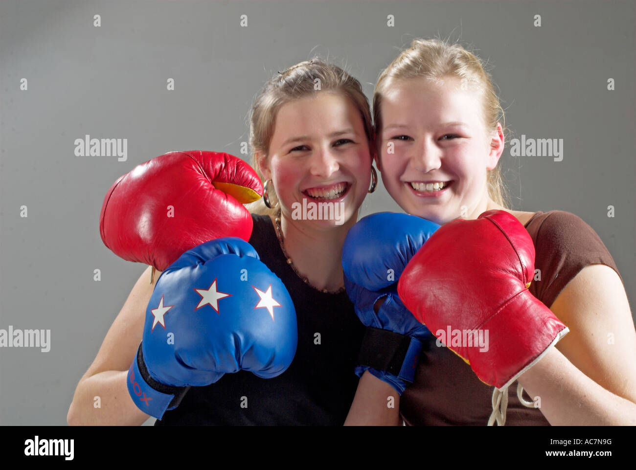 junge maedchen boxen young girls boxing stock photo royalty free image 13068603 alamy. Black Bedroom Furniture Sets. Home Design Ideas