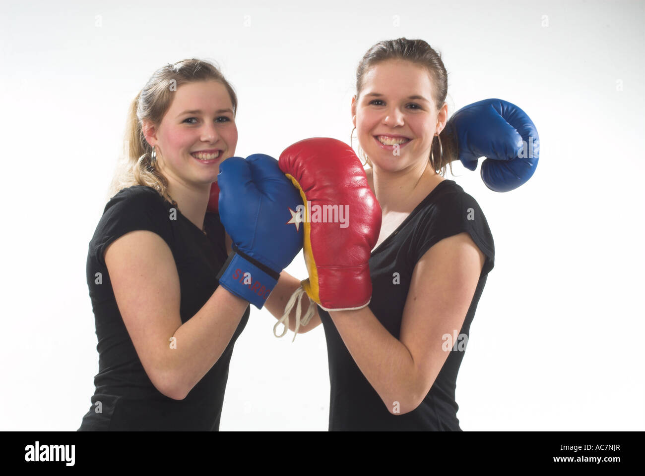 junge maedchen boxen young girls boxing stock photo royalty free image 13068718 alamy. Black Bedroom Furniture Sets. Home Design Ideas