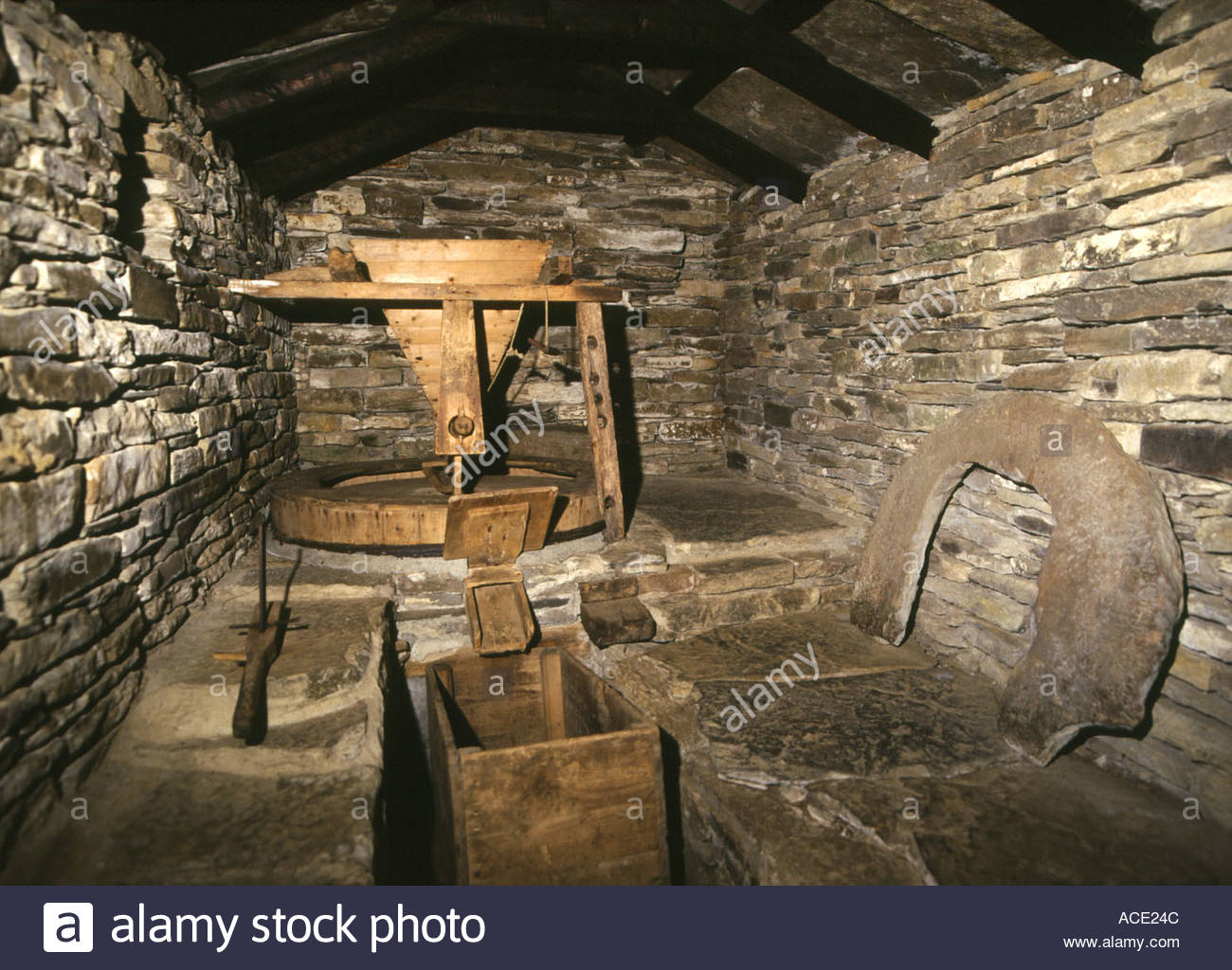Marble Water Wheels : Dh click mill dounby orkney inside horizontal water wheel