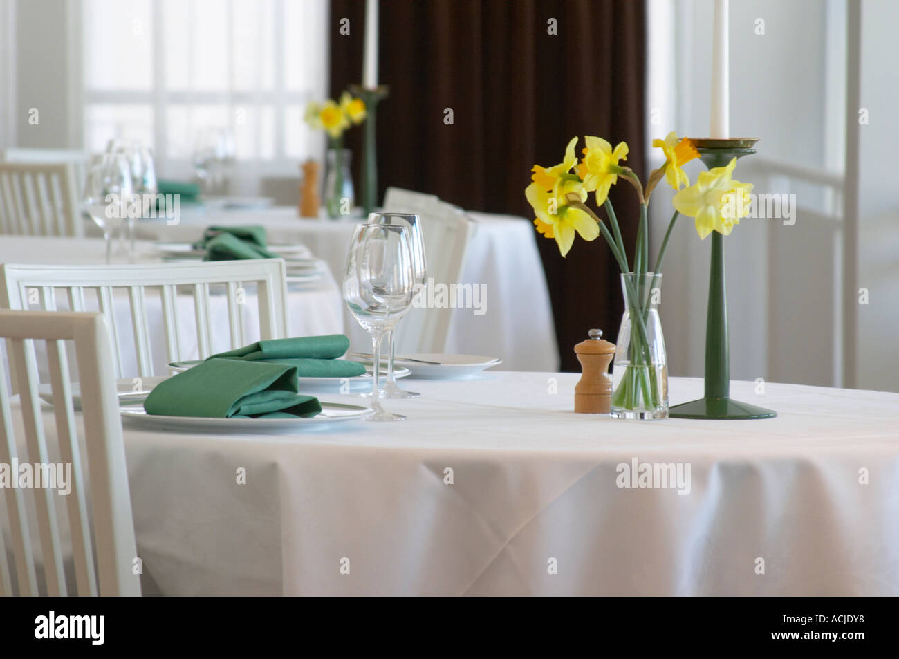 Restaurant table for two - A Restaurant Table With A White Linen Table Cloth Set For Two Person With Plates
