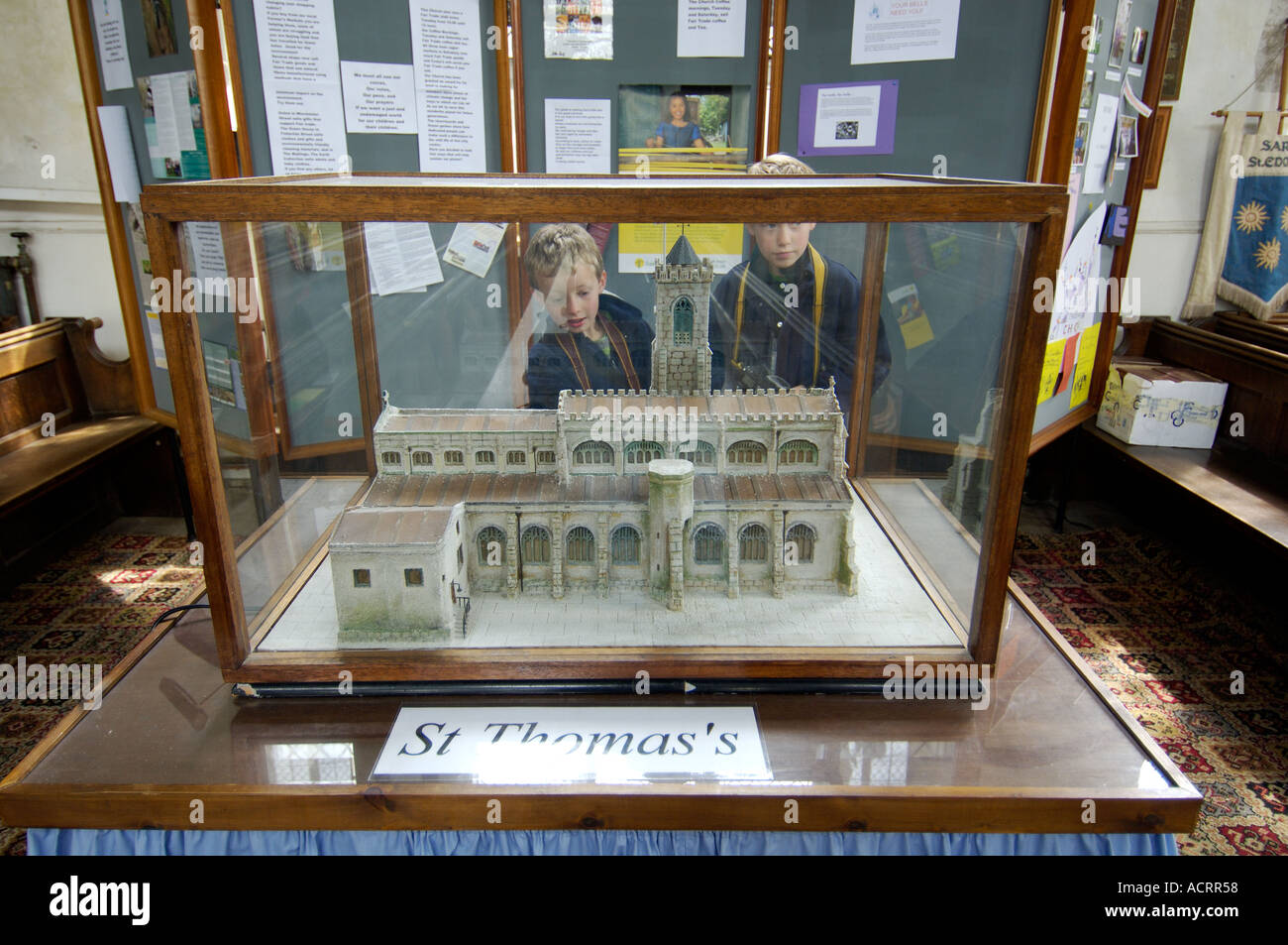 Model Of St Thomas S Church Salisbury Wiltshire England Stock  # Muebles Tom Mobel
