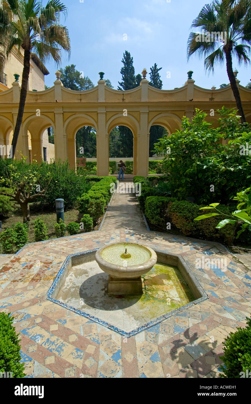 In the jardin de troya in the real alcazar palace seville for Jardines de andalucia