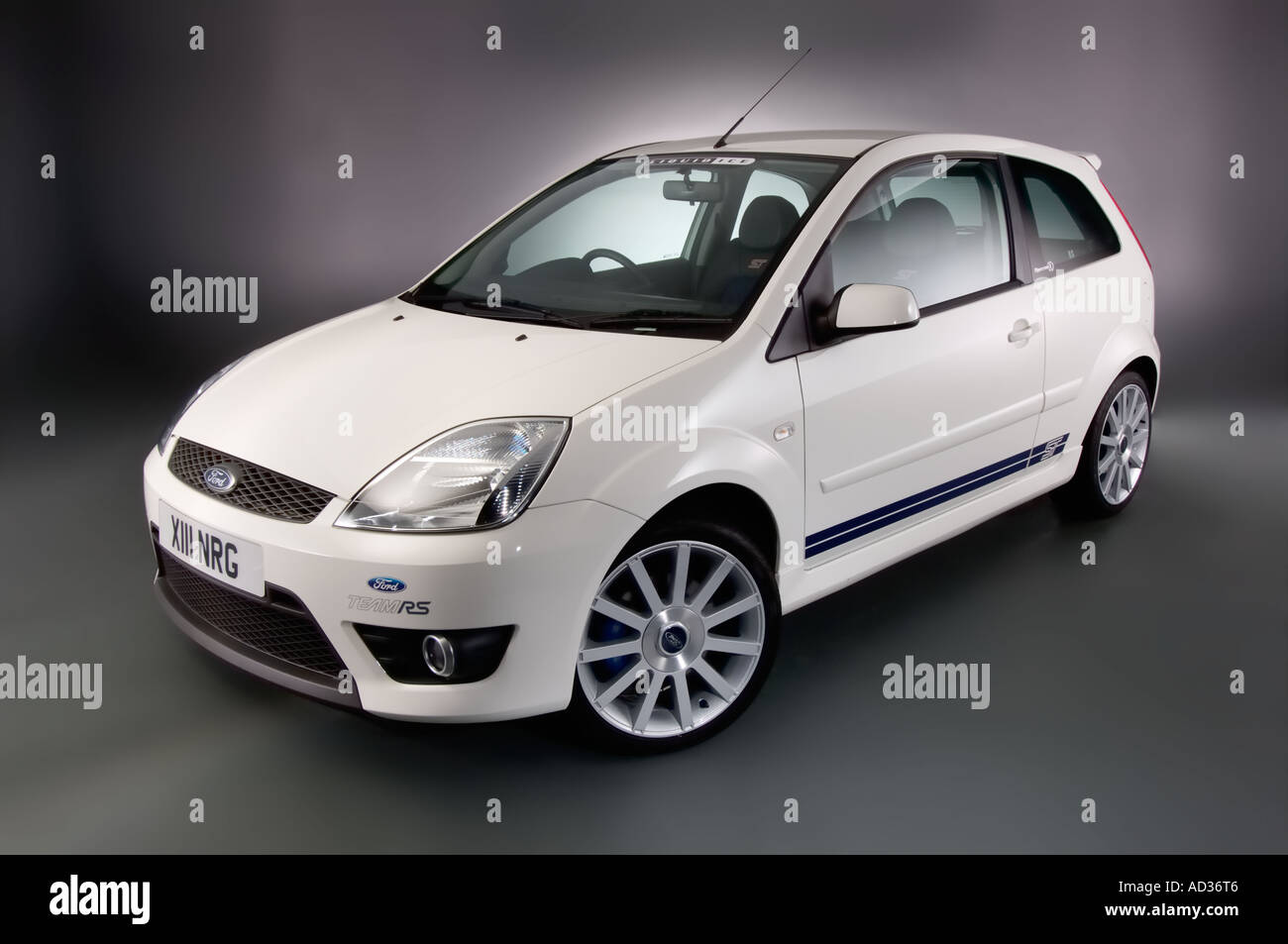 2005 ford fiesta st in diamond white front left three quarter view