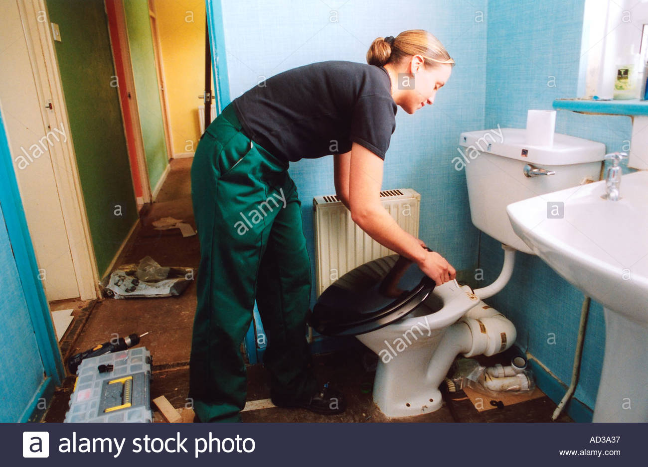 female-apprentice-plumber-on-the-job-training-blackburn-lancs-uk-AD3A37.jpg