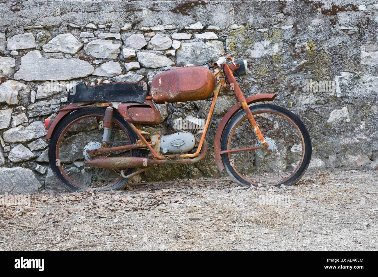Malanca motori morini franco motorbike leaning against for Sell em all motors