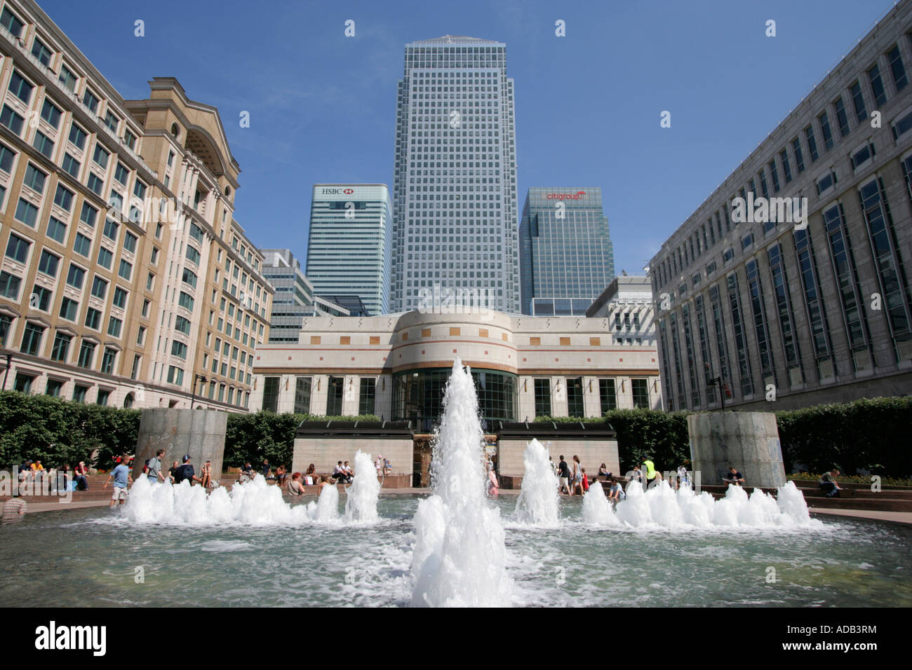 Water fountains canada - 1 Canada Square Cabot Square Water Fountain London Docklands Canary Wharf England Uk Gb