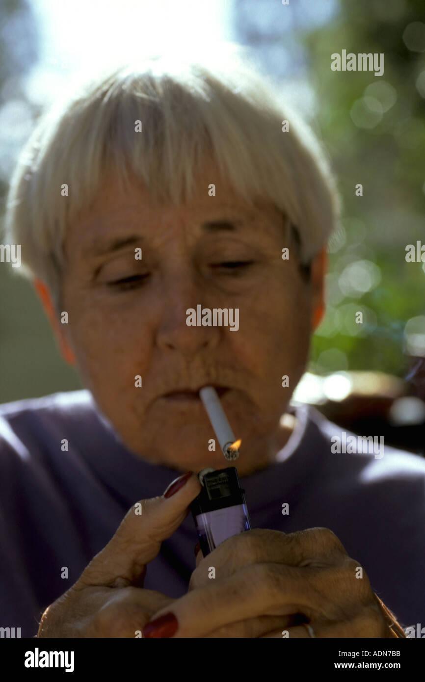 Mature cigerette free pics