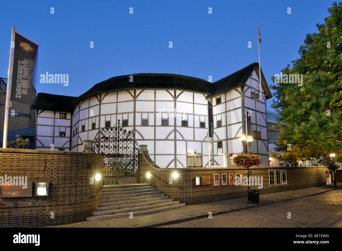 Dusk view of Shakespeareu0027s Globe theatre on the south bank of the Thames river in London & Dusk view of Shakespeareu0027s Globe theatre on the south bank of the ... azcodes.com