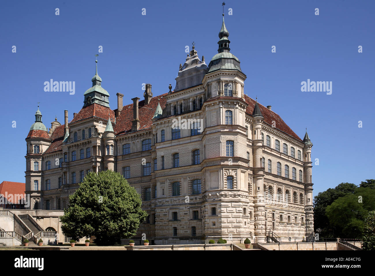 The Castle of Schwerin, state capitol of Mecklenburg-Vorpommern ...