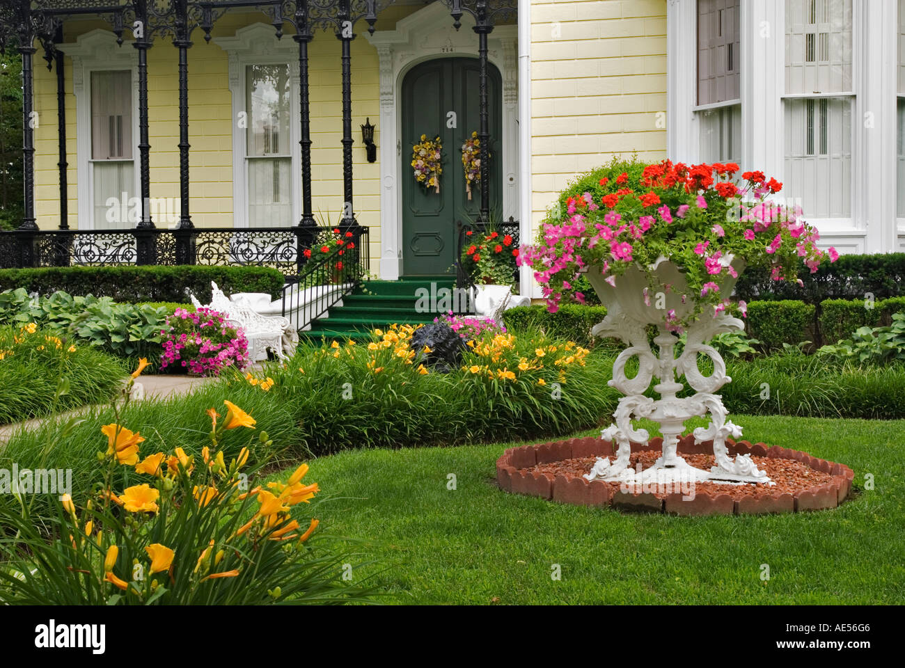 Flower garden in front yard of home on mansion row new for Small flower garden in front of house