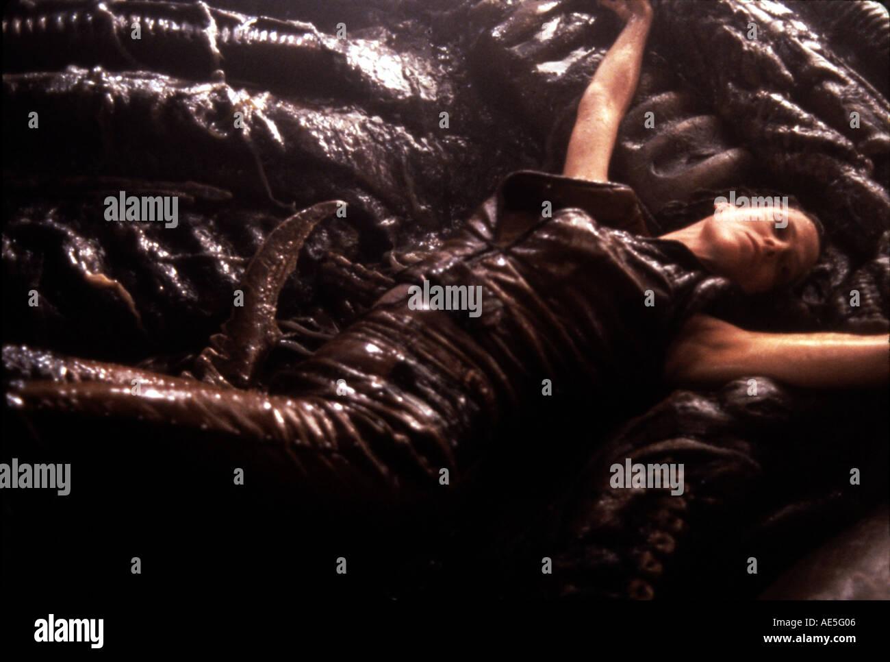 Download Film Alien Resurrection 1997