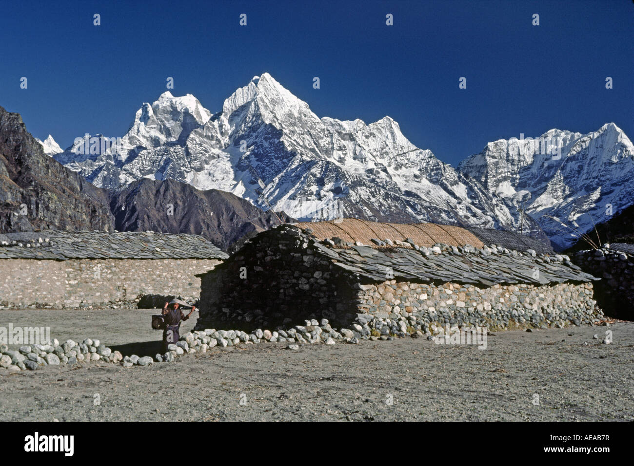 Sherpa House In The Village Of Thame With Himalayan Peaks