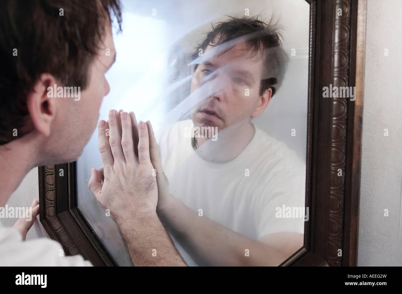 how to clean a foggy mirror