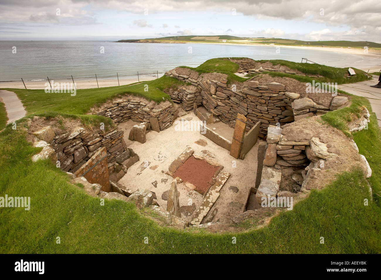skara brae a stone age village essay Understanding the passage stone age village excerpted from: skara brae the story of a prehistoric village by olivier dunrea by the year 6000 bc- eight thousand years ago- a great migration had begun.