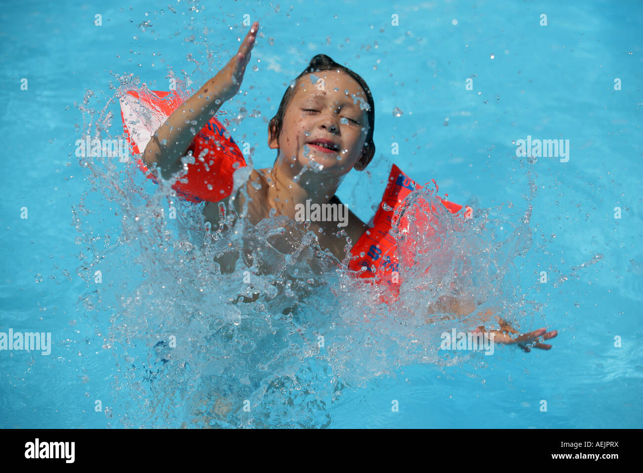 Swimming pool aufblasbar  Young child with water wings in a pool Stock Photo, Royalty Free ...
