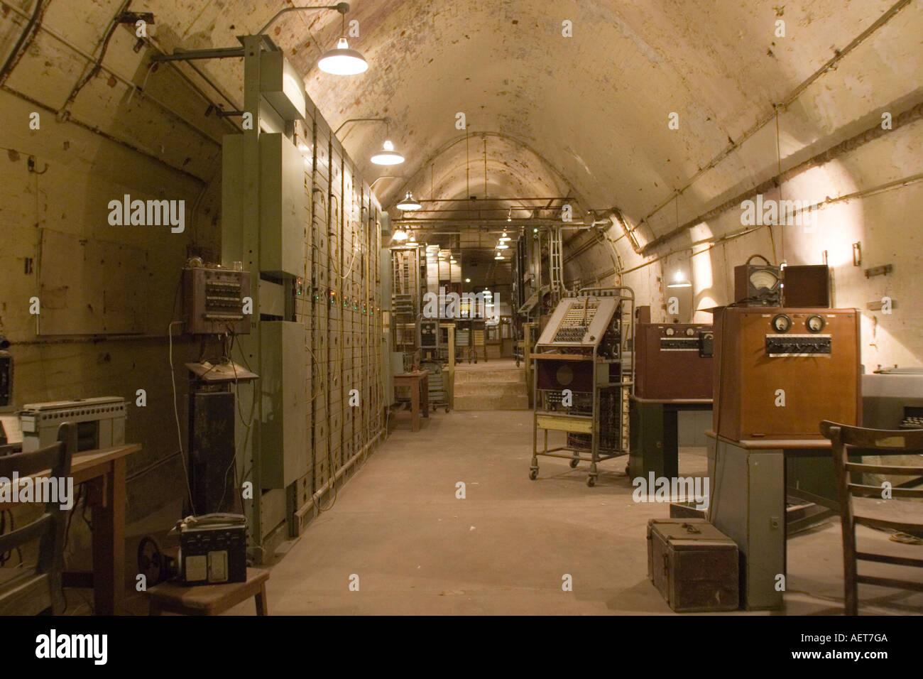 Secret wartime WW2 headquarters in tunnels under Dover ...