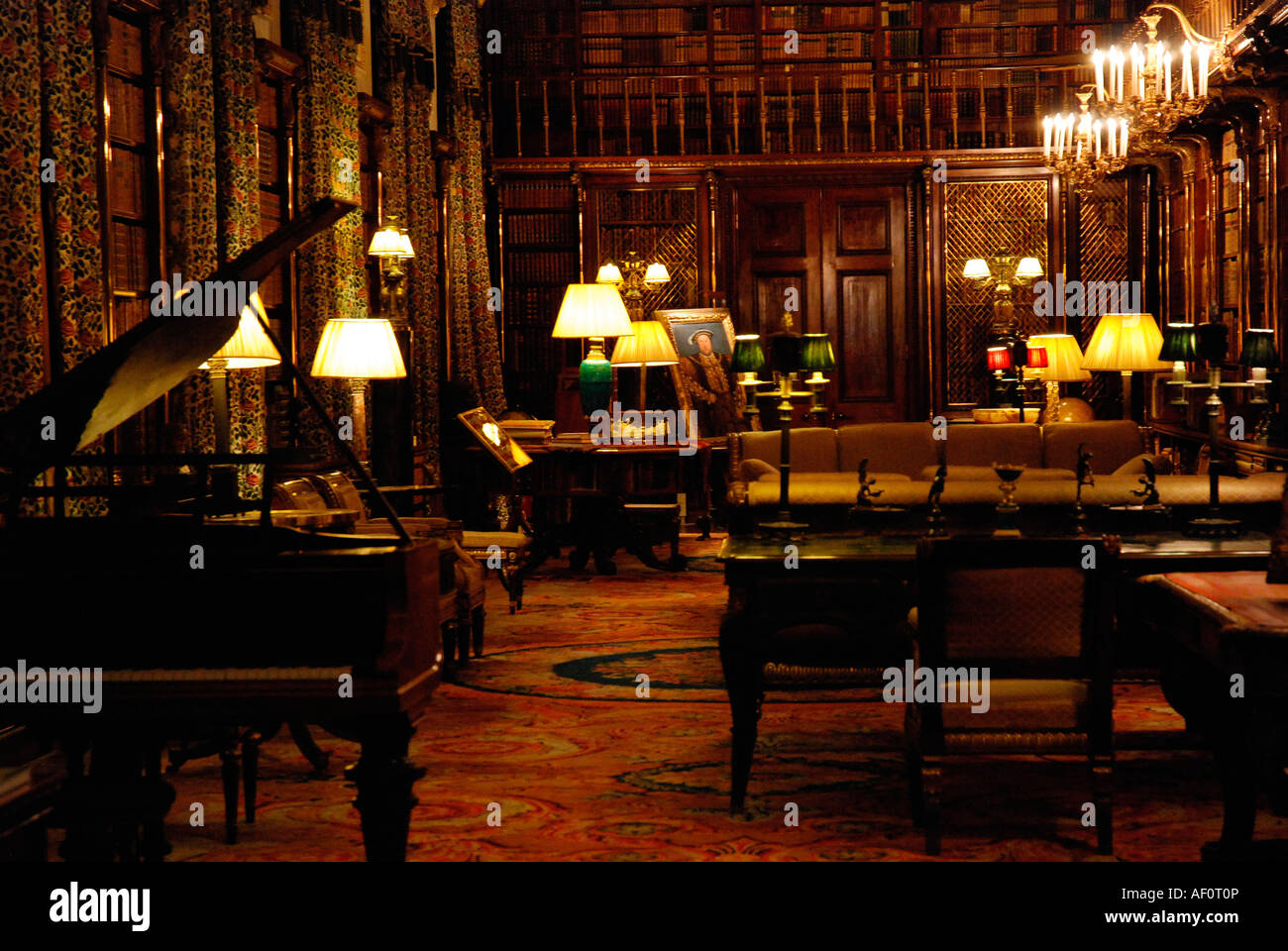 Library and music room of large english country house for Exclusive house music