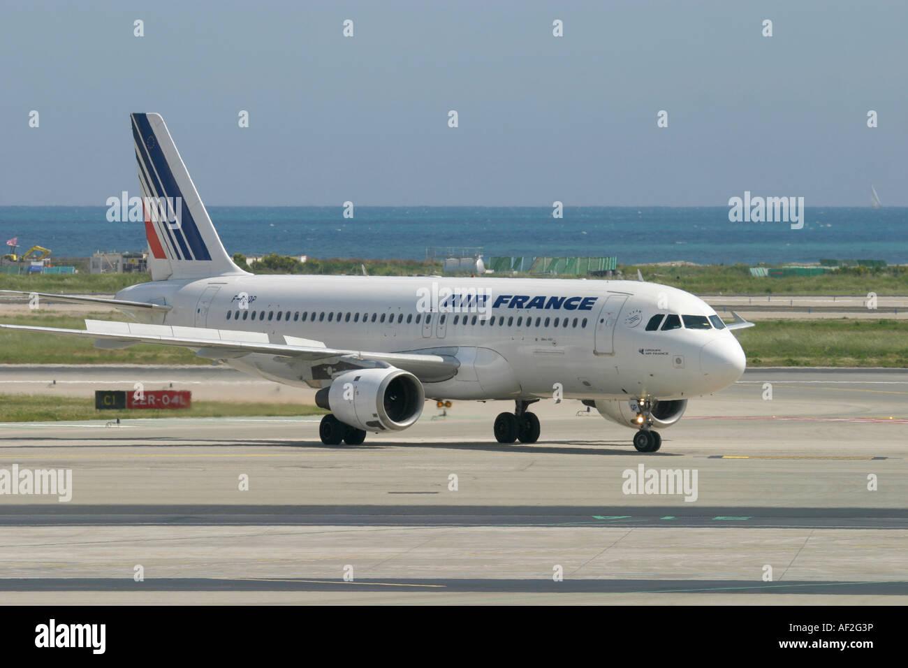 Air france airbus a320 at nice cote d 39 azur airport france for Airbus a320 air france interieur