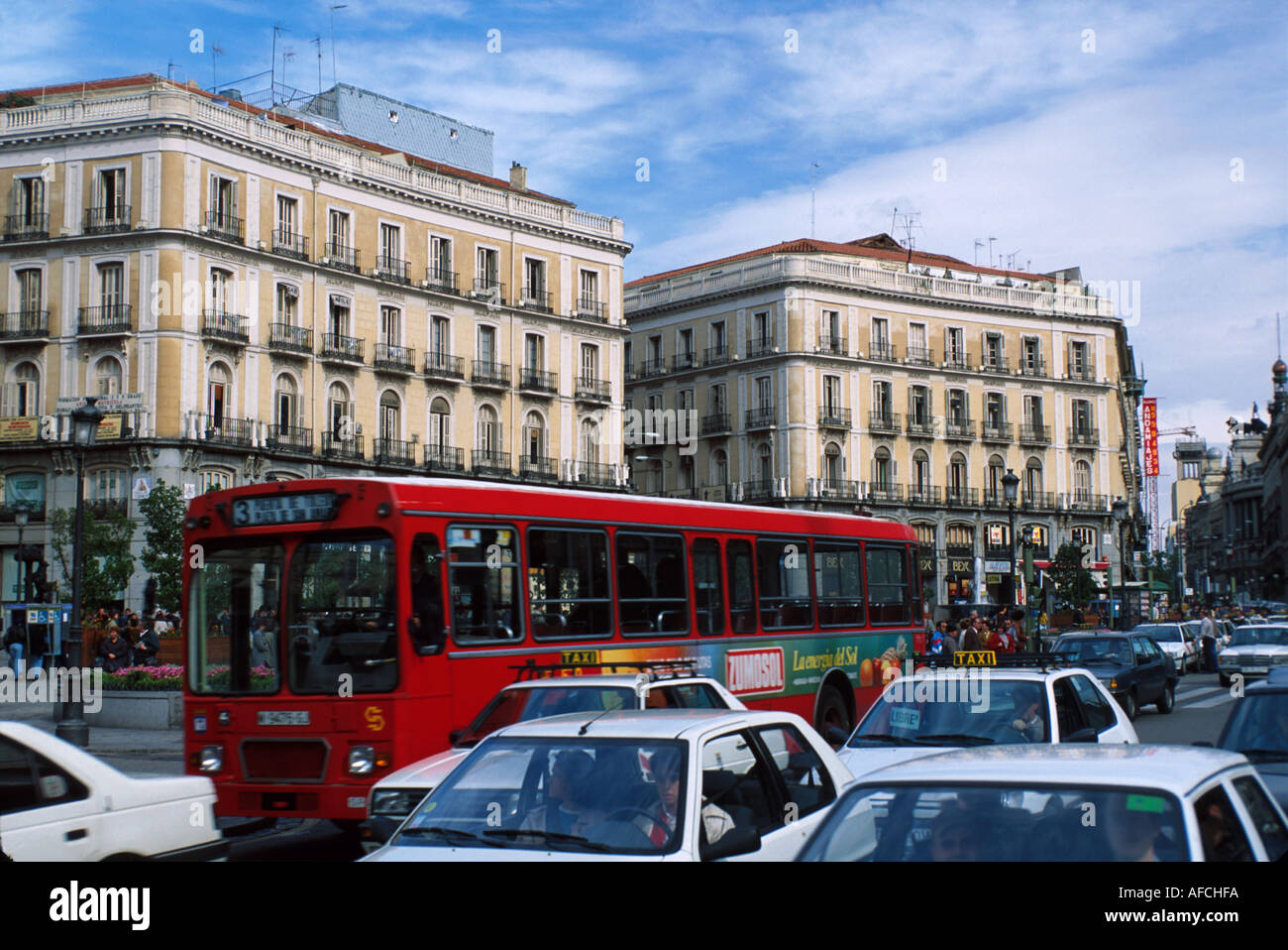 Spain madrid puerta del sol district traffic apartments for Puerta del sol madrid spain
