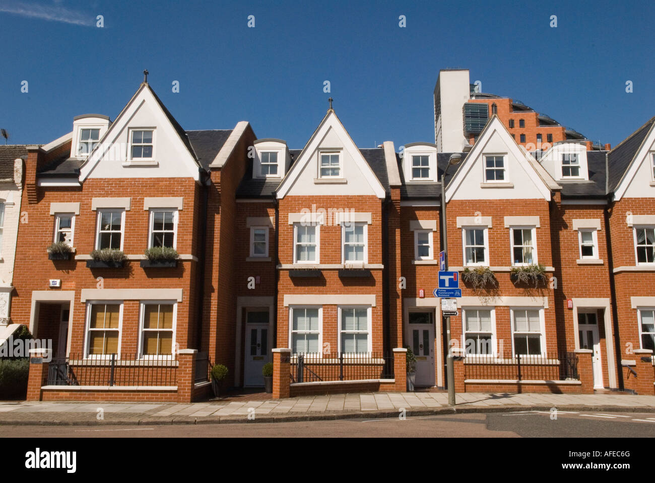 Modern new build edwardian style homes built in the shadow for Styles of homes to build