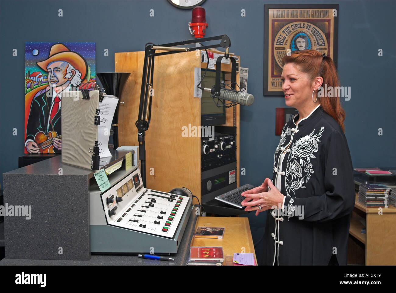 107.7 radio station knoxville tn