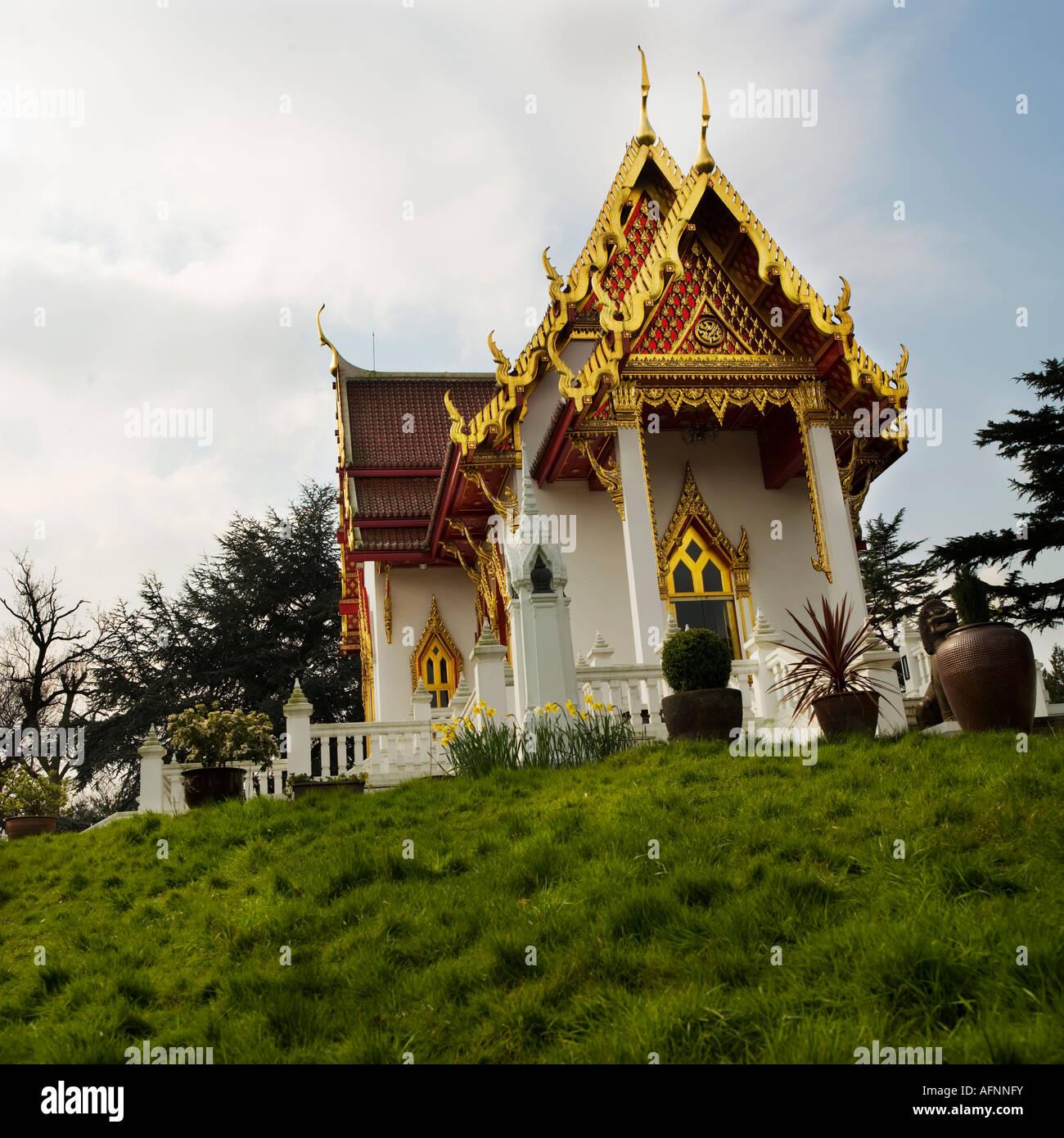 wat buddhapadipa thai buddhist temple in wimbledon london
