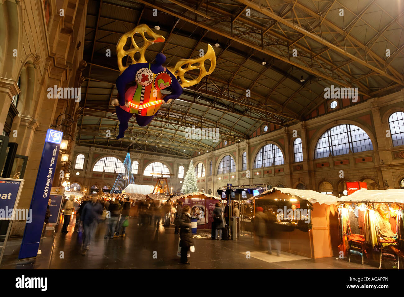Zuerich main station christmas decoration interieur niki for Decoration noel interieur