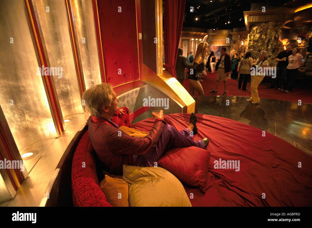 wax hugh hefner and tourist at madame tussauds wax museum las vegas stock photo royalty free. Black Bedroom Furniture Sets. Home Design Ideas
