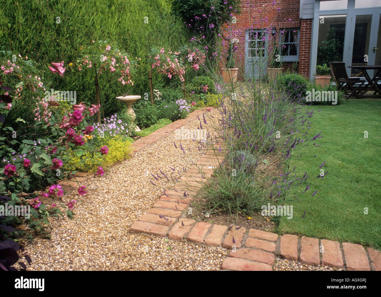 Path gravel brick small back garden design lawn house for Back garden designs