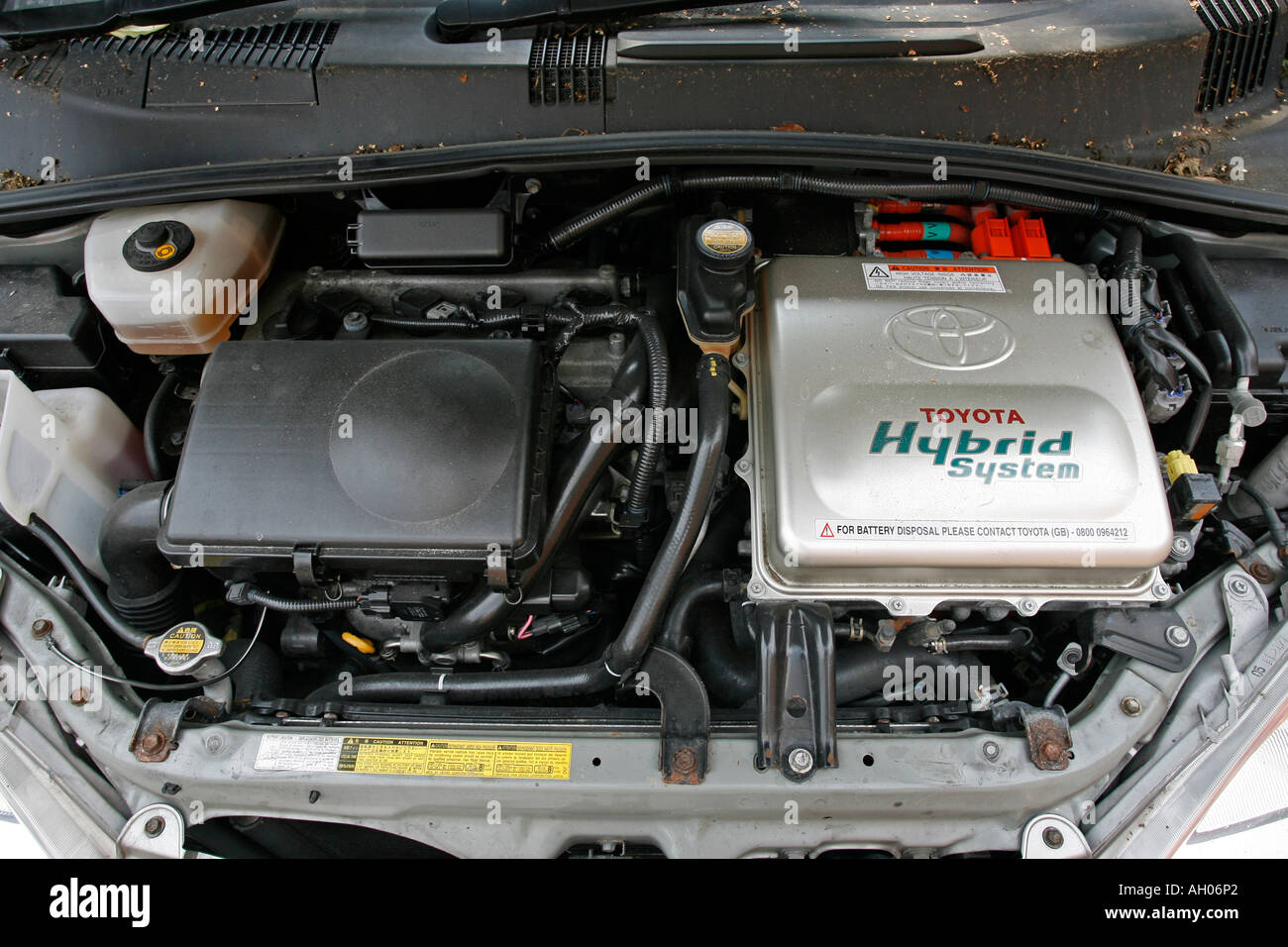 engine of a toyota prius petrol electric hybrid car stock photo royalty free image 8179937 alamy. Black Bedroom Furniture Sets. Home Design Ideas