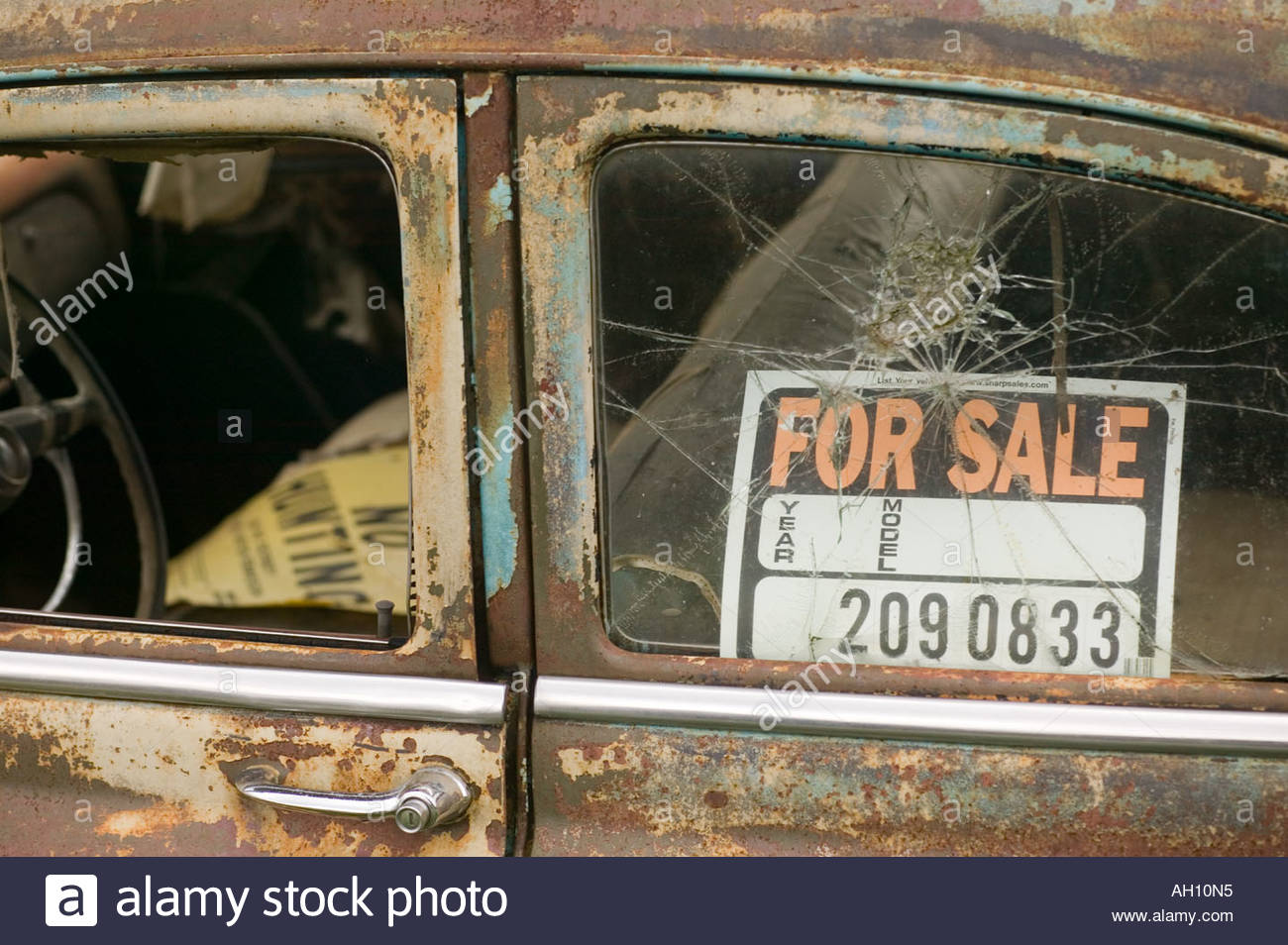 old rusted car with For Sale sign in the window sitting in a field – Free for Sale Signs for Cars