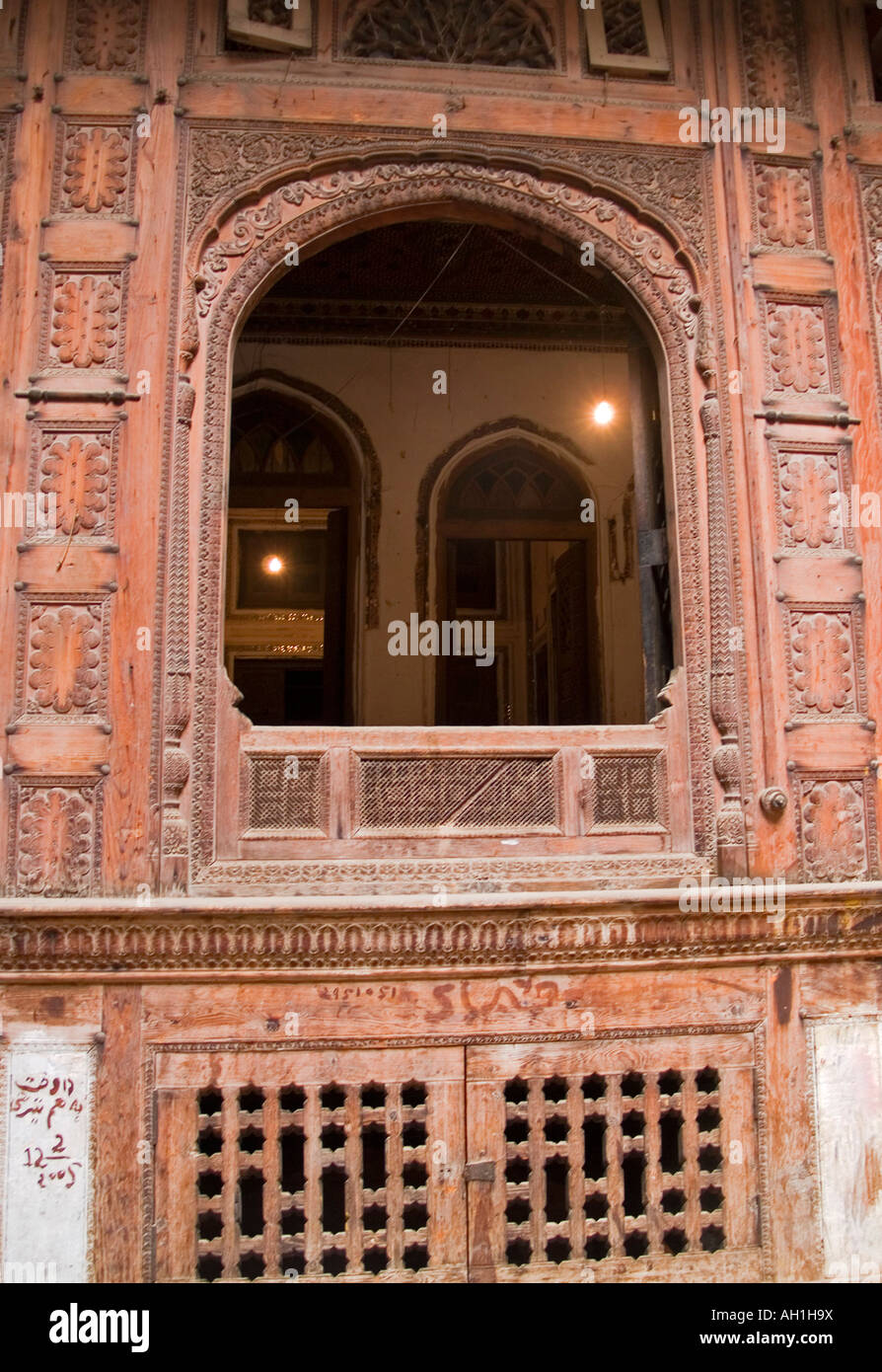 Window carvings and design inside an old haveli merchant for Window design pakistan
