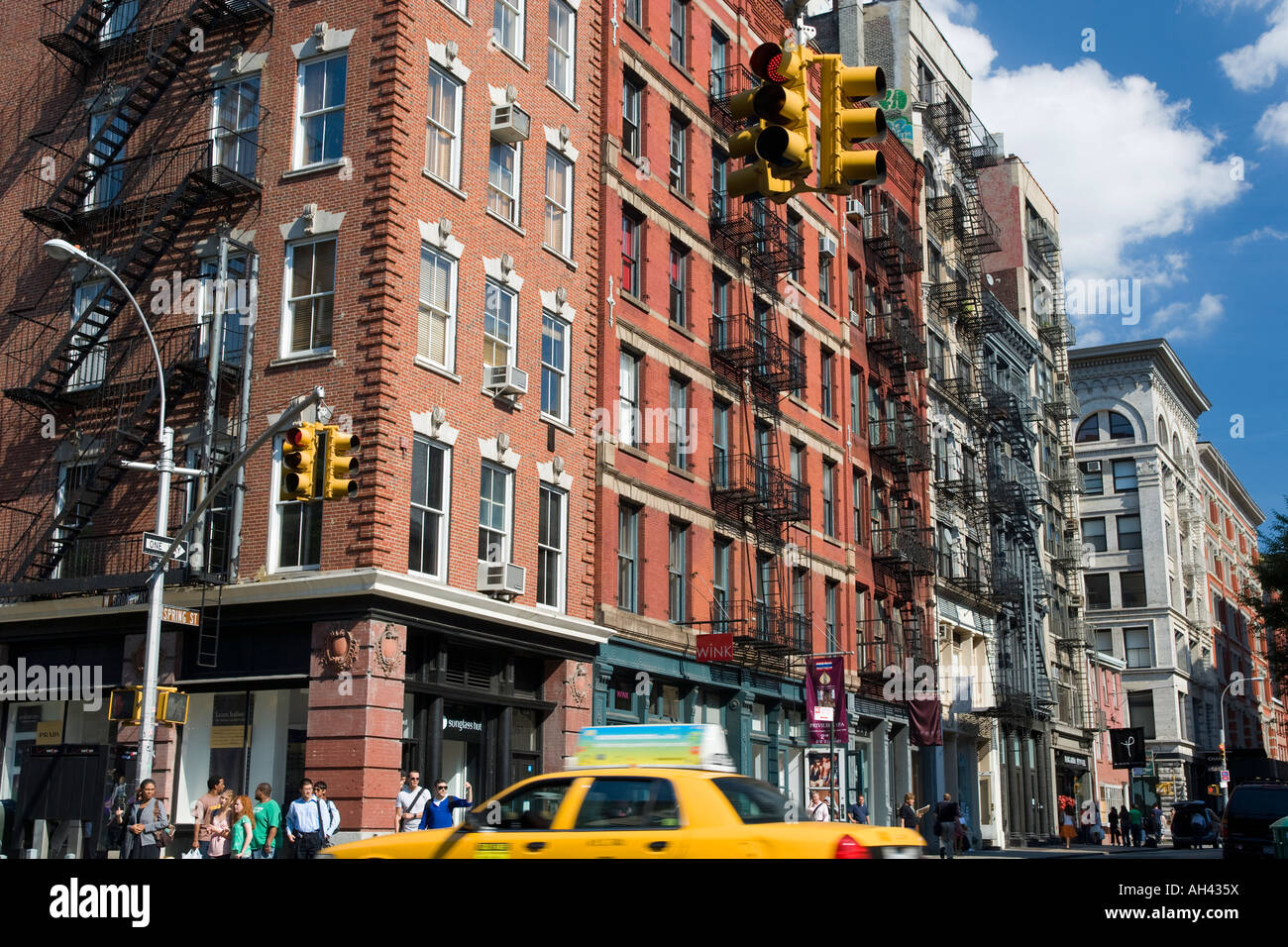 Brick loft buildings spring street soho new york city usa for Loft soho new york