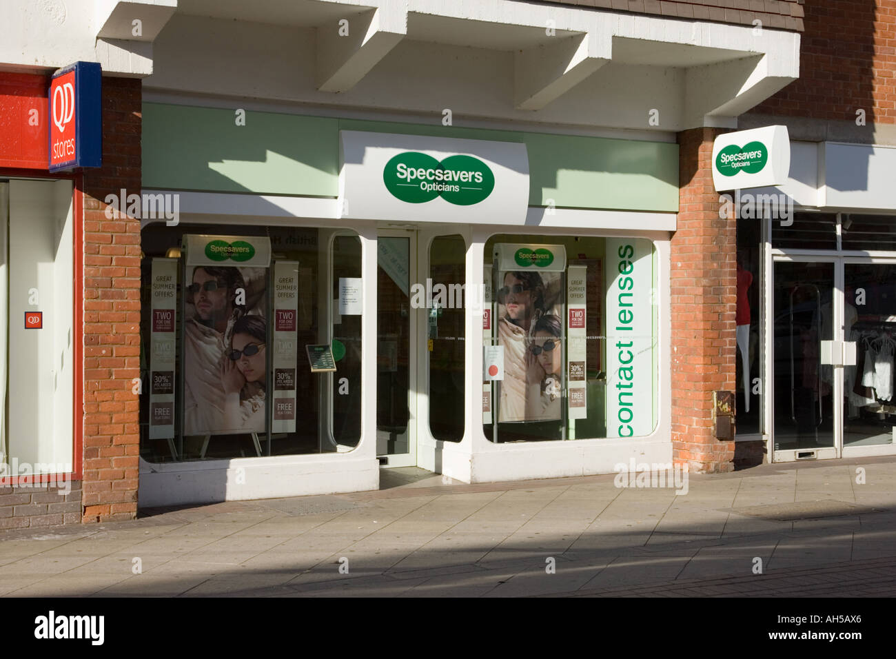 specsavers opticians shop front in shopping mall stock photo specsavers opticians in stowmarket suffolk uk england stock photo