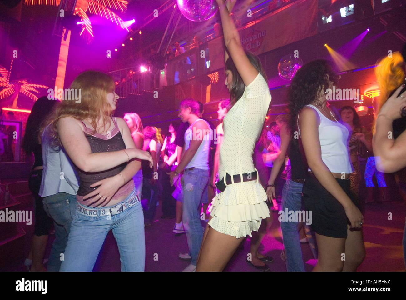 Как девушки одеты к клубах фото