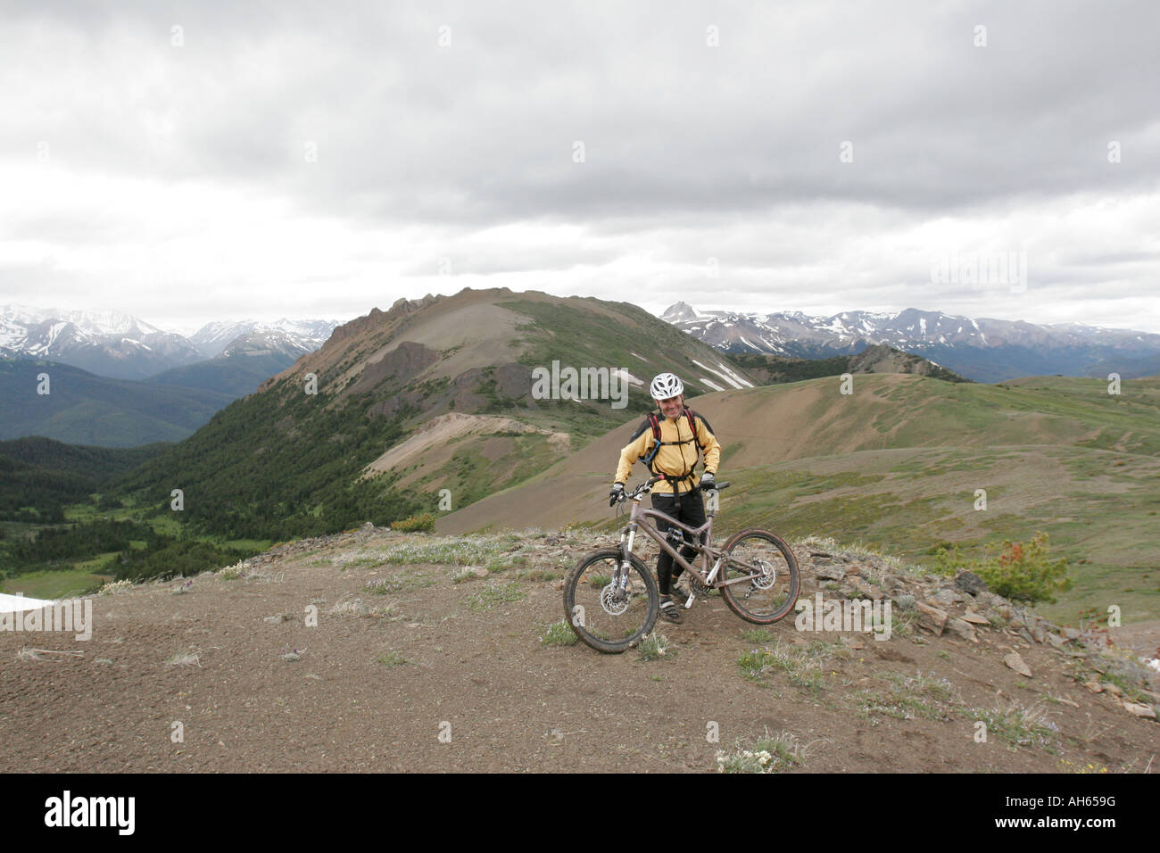 mountain bike cycling camping trip in the Chilcotin ...