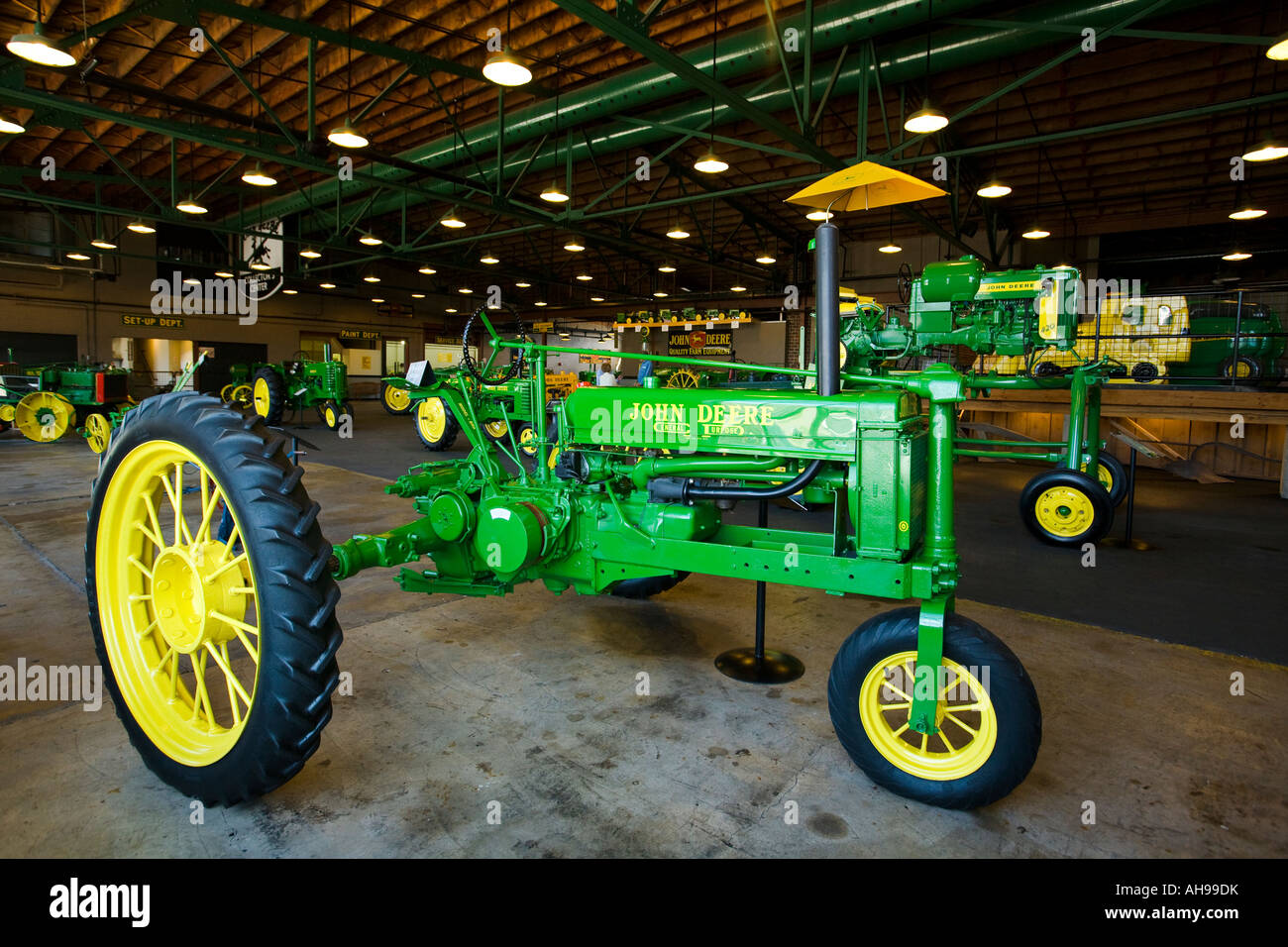 Collectors Vintage John Deere Tractors : Illinois moline restored antique tractors displayed in