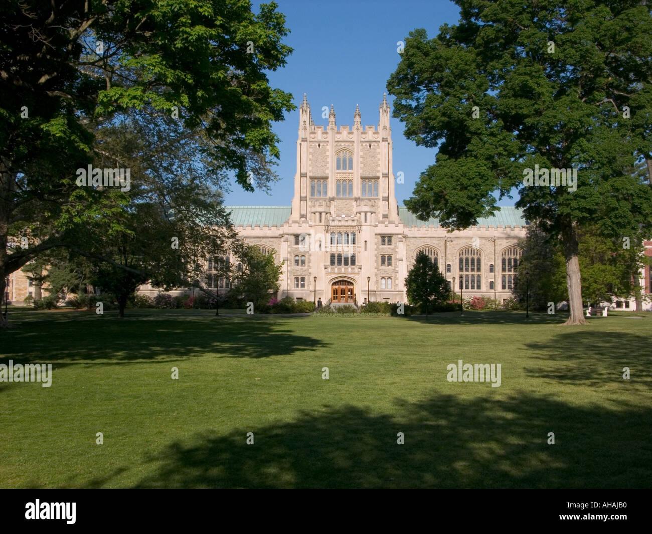 vassar college campus and thompson library poughkeepsie ...