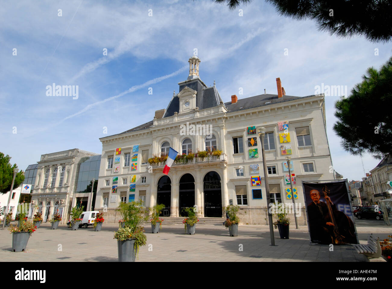 Hotel de ville town hall chatellerault vienne france for Appart hotel vienne france