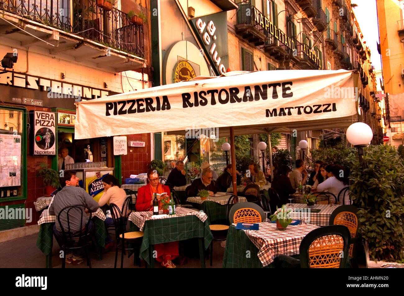 Image gallery naples italy pizza restaurants for Pizza restaurants