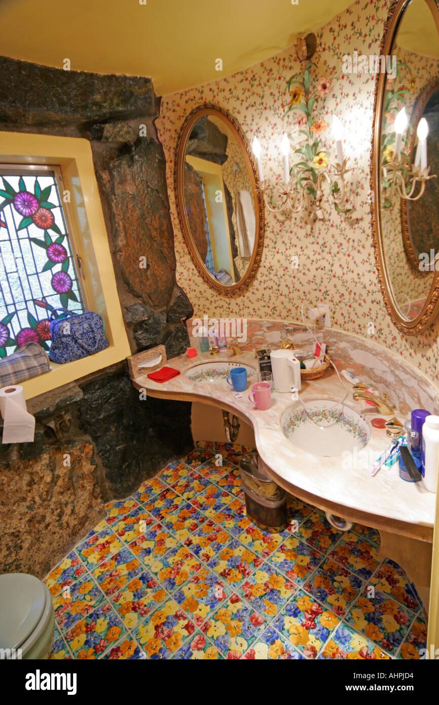 Madonna fashion show san luis obispo - San Luis Obispo California Usa Madonna Inn Swiss Belle Bedroom Interior Pink Green Bathroom Stock