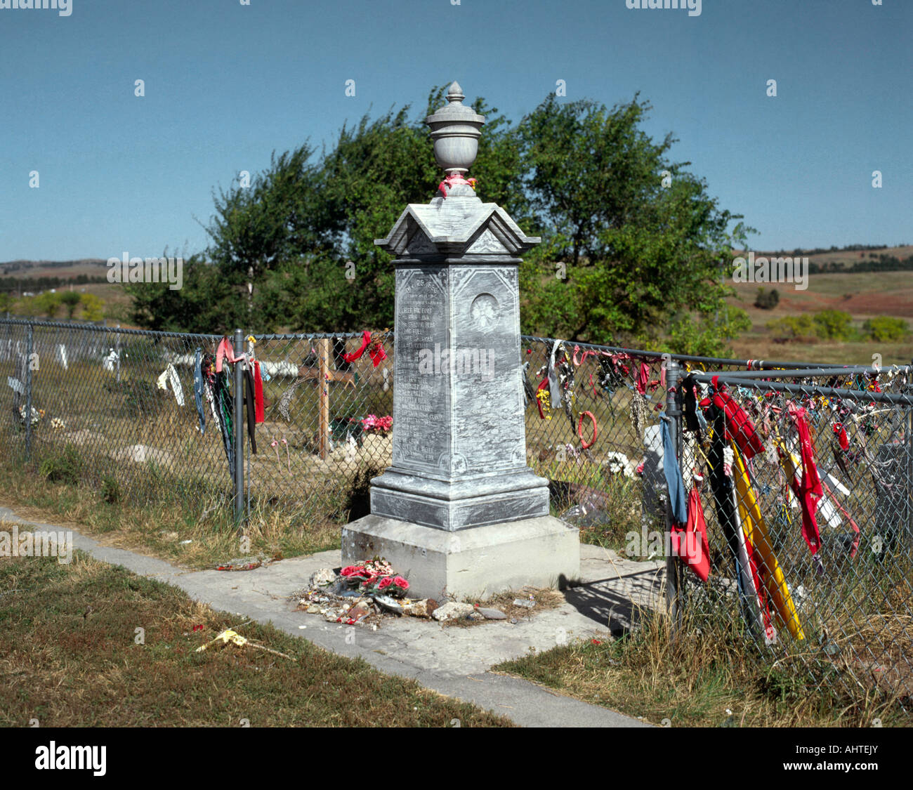 the battle at wounded knee The battle of wounded knee (wounded knee massacre) was fought in december 1890, as part of the sioux wars the 7th cavalry regiment arrived to disarm the lakota, which led to a struggle, in which .