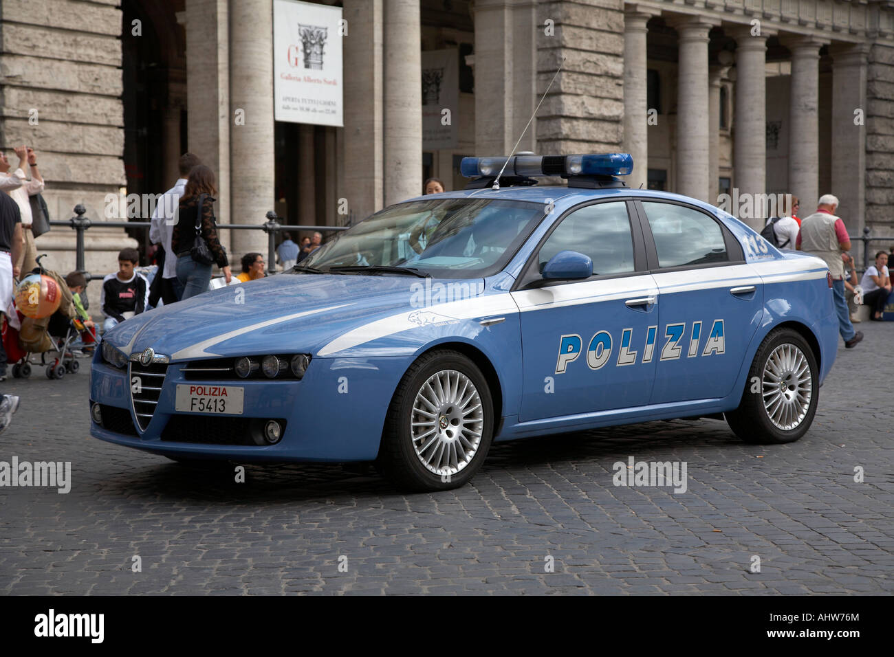 fast alfa romeo 159 squadra volante police car in piazza colonna rome stock photo royalty free. Black Bedroom Furniture Sets. Home Design Ideas