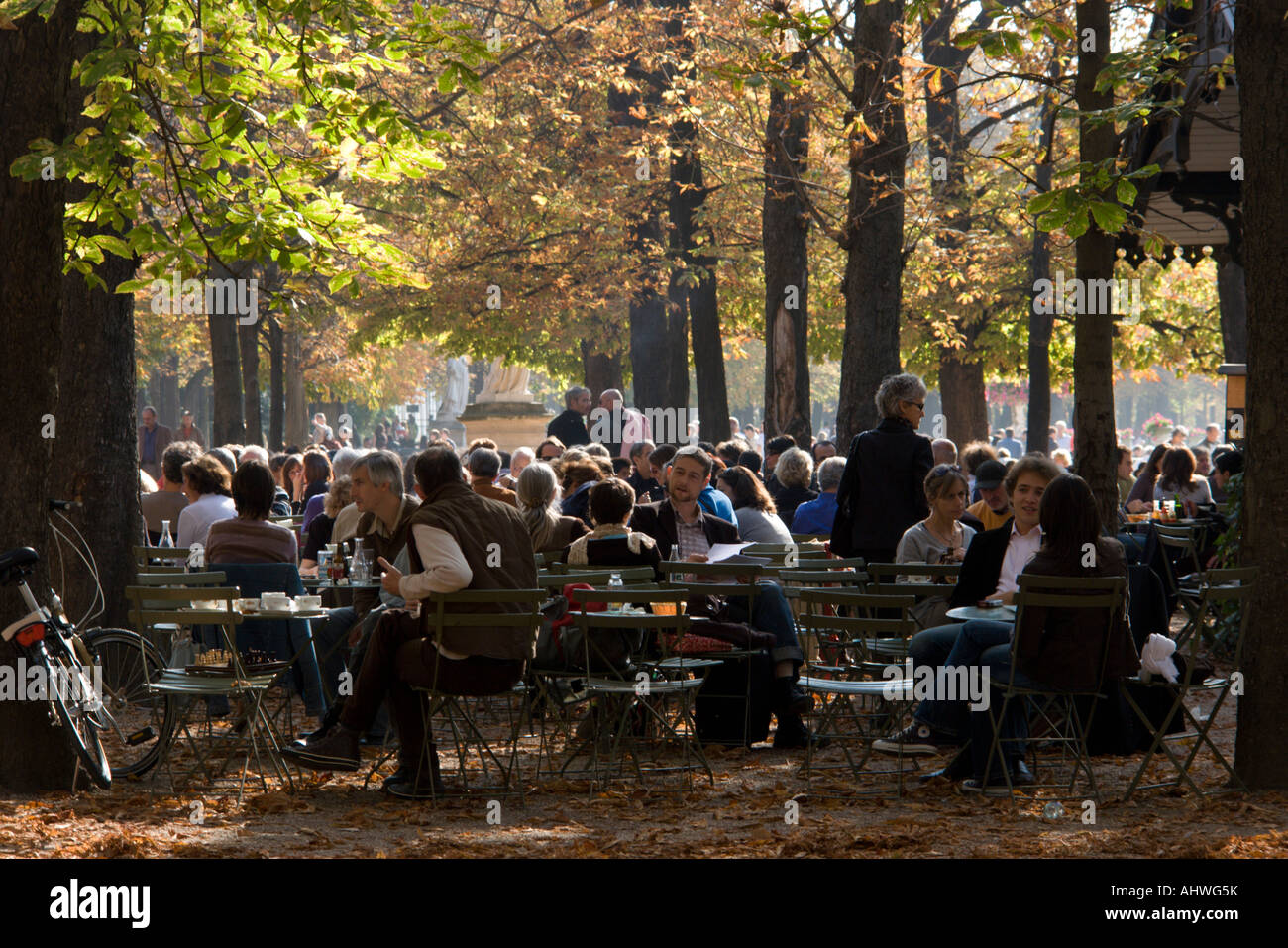 Outdoor cafe in jardin du luxembourg paris france stock for Cafe jardin du luxembourg
