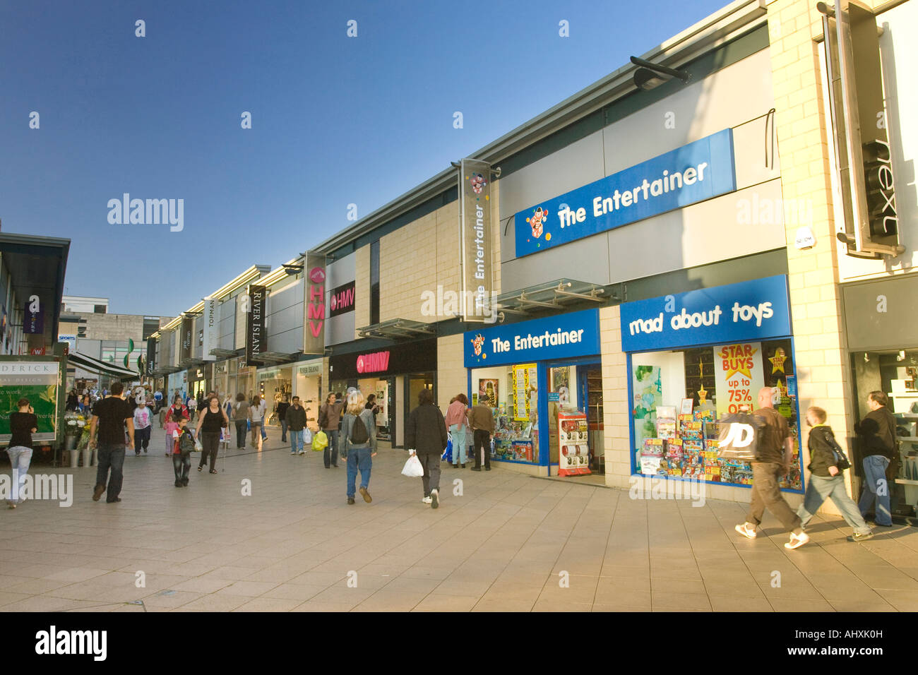 The Water Gardens A Pedestrianized Street In Harlow With Shops Where Stock Photo Royalty Free